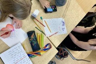 skola elever barn pluggar plugg grupparbete